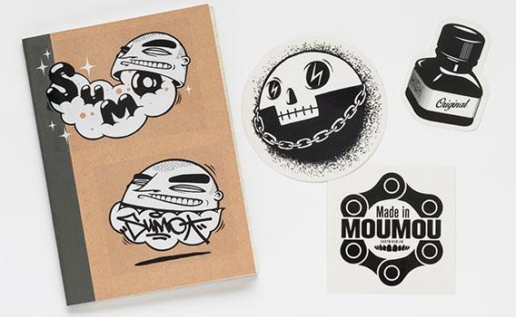 Groupement stickers noir et blanc sur vinyle transparent