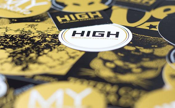 Groupement stickers noir et or sur vinyle blanc