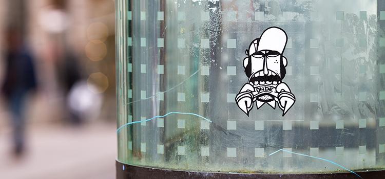 Autocollant Onde One transparent dans Nantes