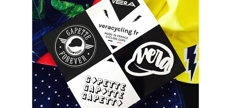 Planche de stickers avec 3 stickers différents