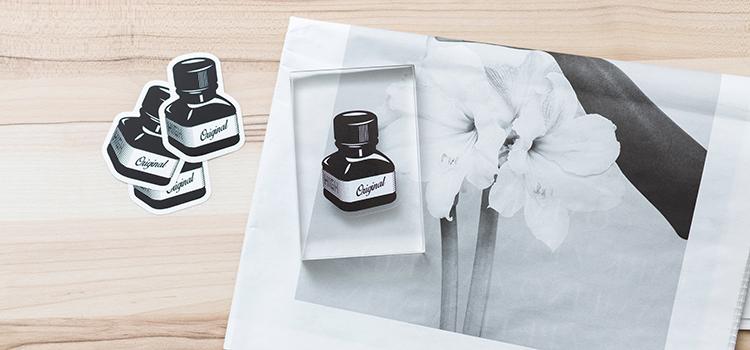 Autocollant transparent en impression sérigraphie noir et blanc